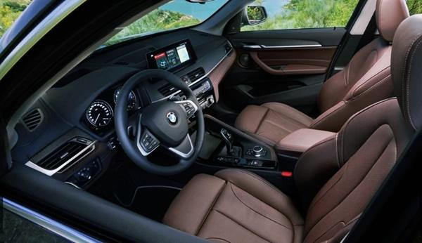2021 BMW X1 интерьер